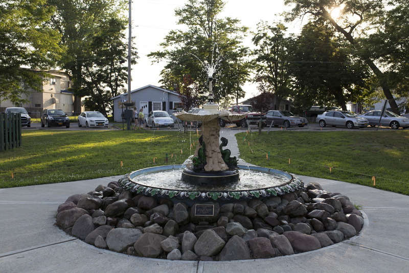 Photograph of Sylvan Beach Fountain - AO-00140-002.jpg