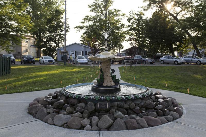 Photograph of Sylvan Beach Fountain - AO-00140-002.jpg