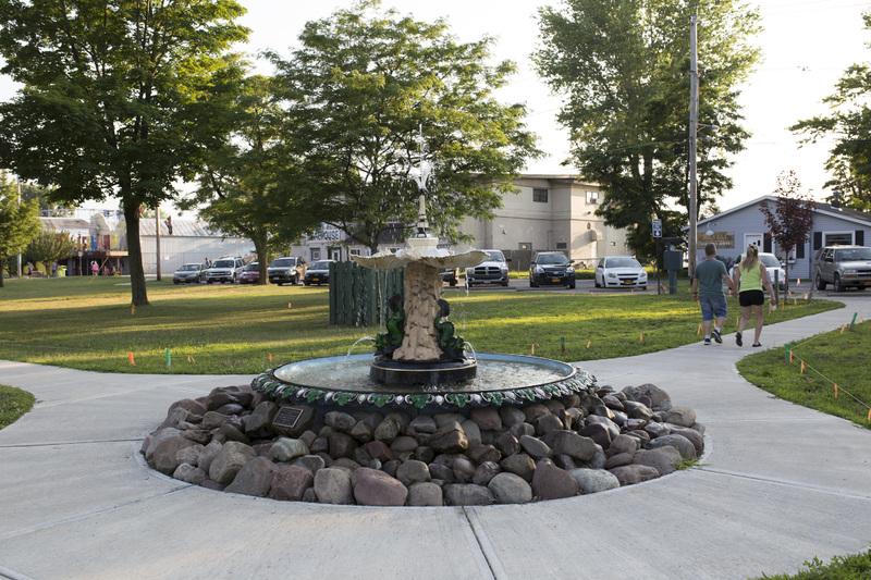 Photograph of Sylvan Beach Fountain - AO-00140-003.jpg