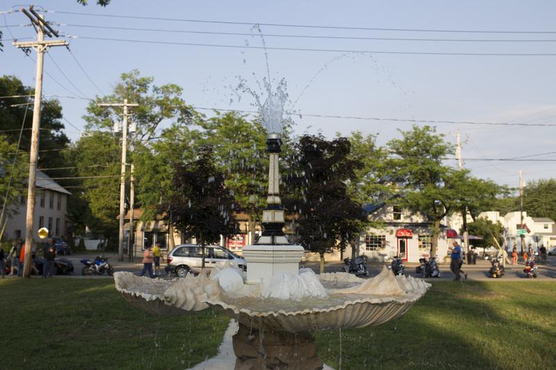 Photograph of Sylvan Beach Fountain - AO-00140-006.jpg