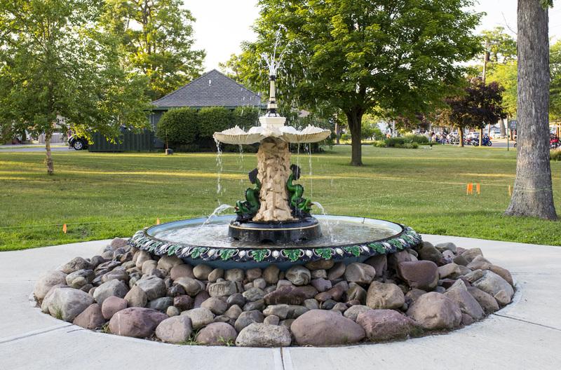 Photograph of Sylvan Beach Fountain - AO-00140-007.jpg